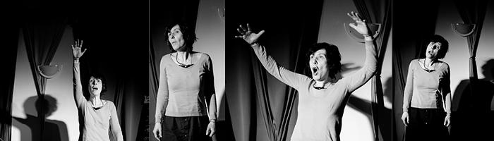 Les contes de Peggy Genestie, sur scène, photographie en noir et blanc
